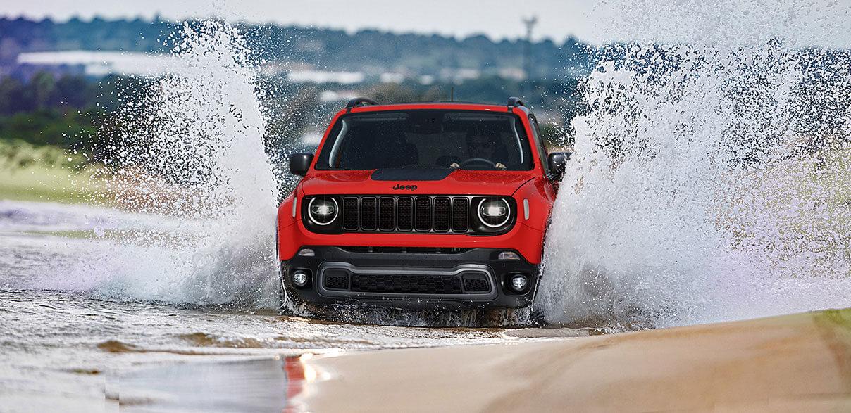 Il SUV Jeep Renegade sulla neve