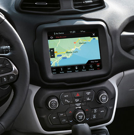 "uconnect con touchscreen da 8,4"" nav e dab radio"