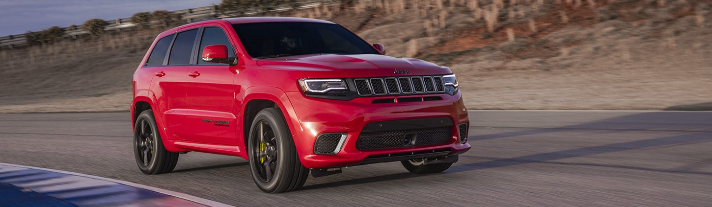 https://www.jeep-russia.ru/content/dam/jeep/eu/grand-cherokee-trackhawk/capability/mobile/feature-pillar-1.png